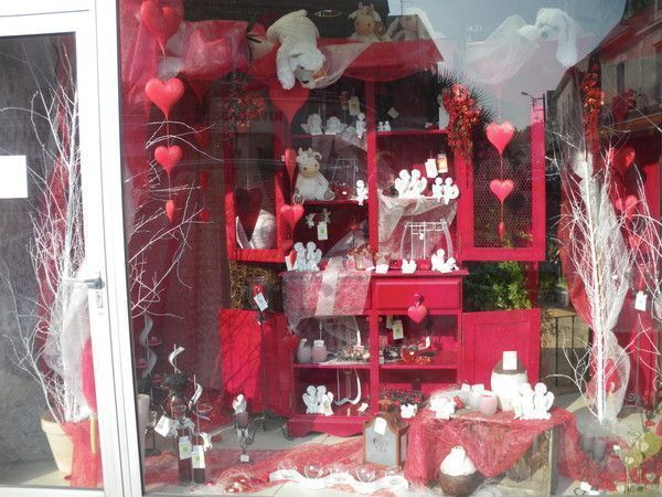 D co vitrine st valentin a st br vin loire atlantique for Deco saint valentin