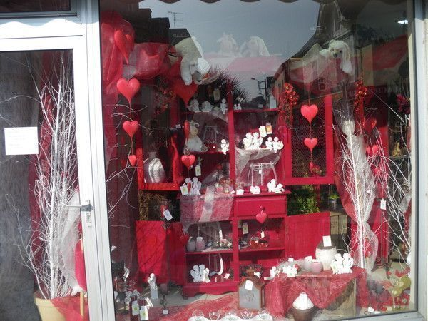 D co vitrine st valentin a st br vin loire atlantique for Decoration exterieur st valentin